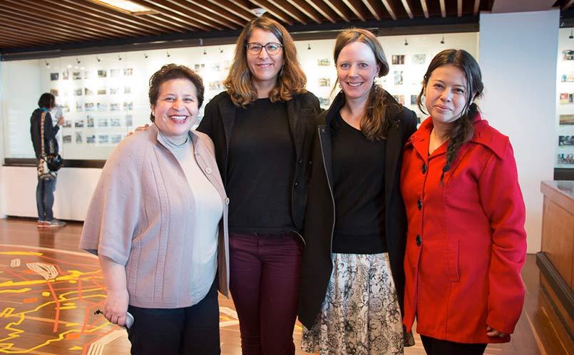 Durante el encuentro, las docentes María José Casasbuenas  y Anna Diesch p