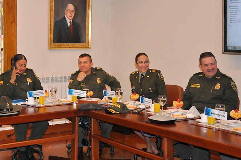 Cuerpo directivo de la Policía Nacional de Colombia en el comité.