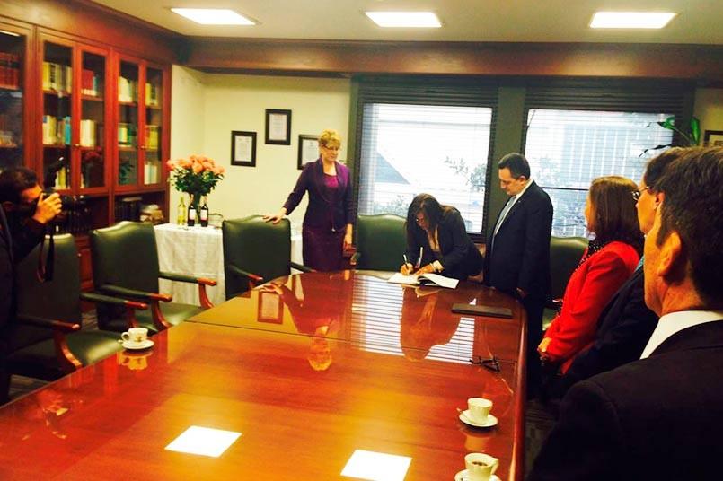Doctora Mónica Fernández junto a la Presidenta de la Corte Suprema de Justicia.