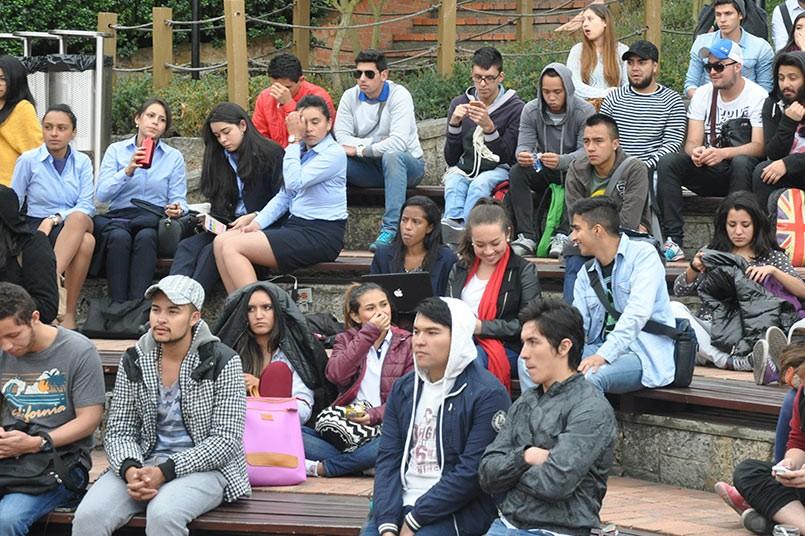 Más de 100 estudiantes hicieron presencia en la plazoleta central para apoyar esta jornada