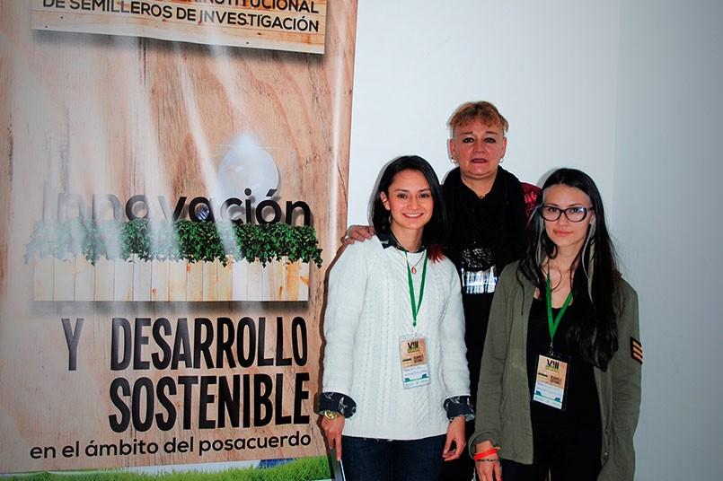 Estudiantes de la Facultad de Mercadeo Comunicación y Artes, Brenda Pachón y Estefanía Obando
