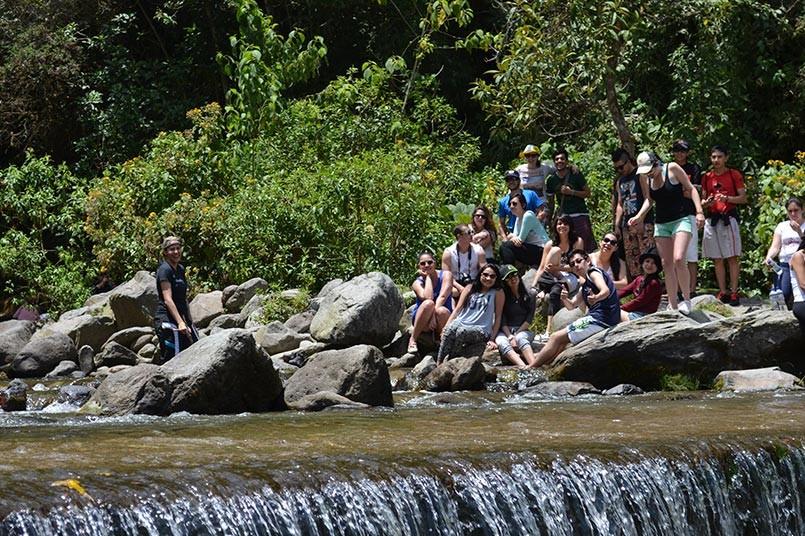 Cada semestre se realiza una salida pedagógica con los estudiantes de la Escuela de Turismo