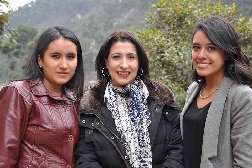 Estudiantes De Negocios Internacionales Lanzan Libro  En Panamá