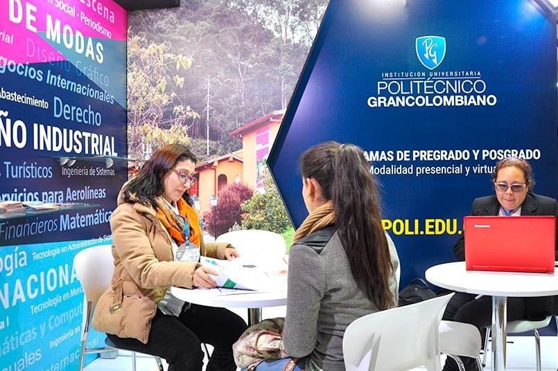 El Poli hizo presencia con un gran stand, gracias al trabajo que se ha realizado con los estudiantes de la asignatura de negocios y relaciones internacionales.