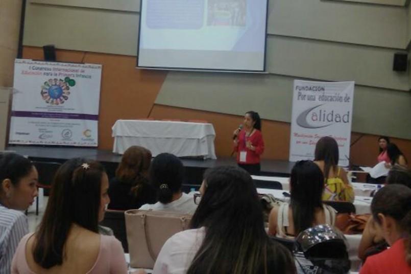 Docente grancolombiana se destaca en congreso internacional de educación