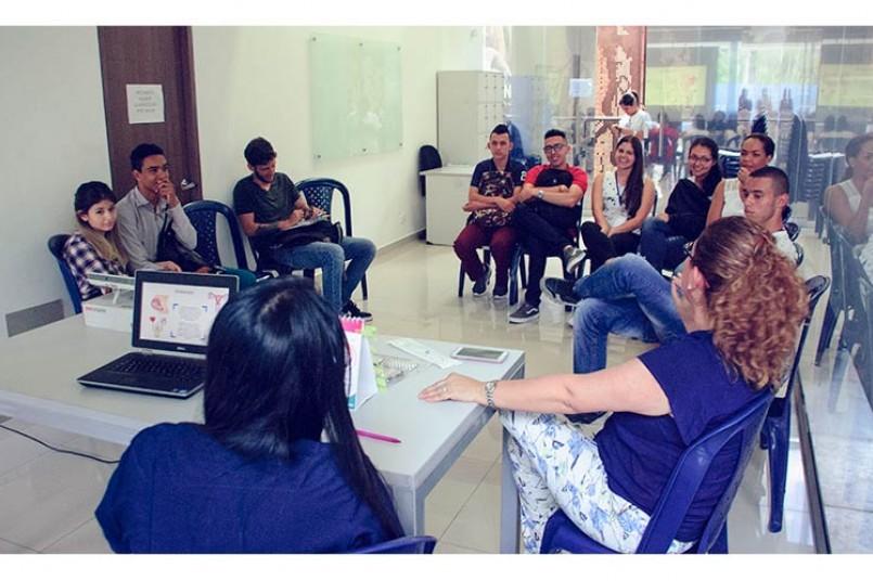 Salud para nuestros grancolombianos - Doctoras campus principal en charla de salud sexual