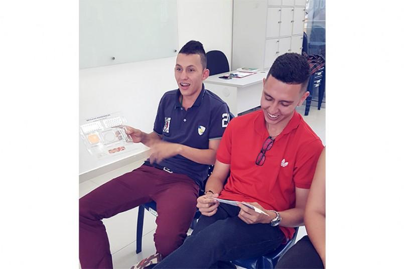 Salud para nuestros grancolombianos - Estudiantes conocen diferentes formas de planificar