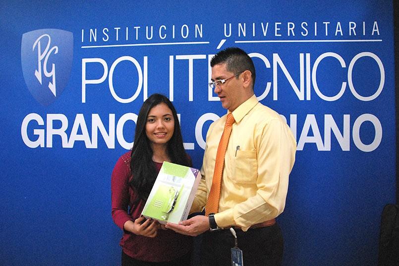 Manuela Montes, estudiante de la sede Medellín y ganadora en la categoría de poesía.