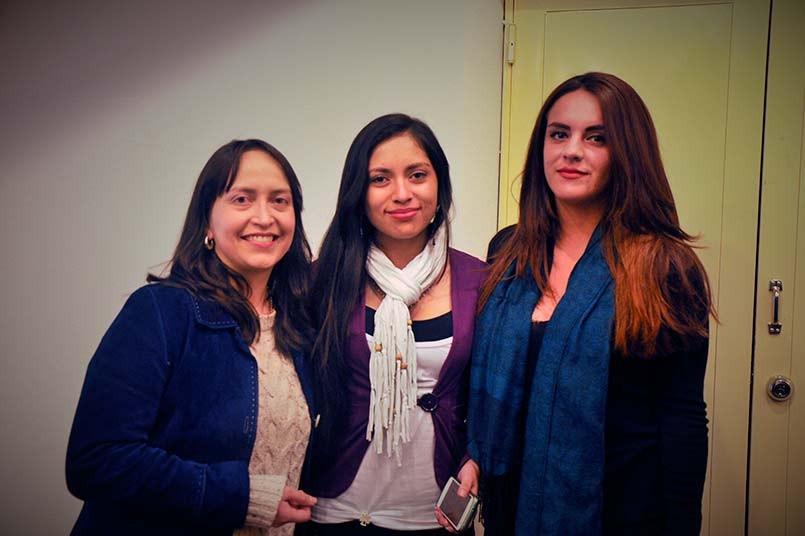 Ana Carolina Rodríguez, directora del Programa de Semilleros en Ciencias Sociales, Sandra Barón y Lisset Reyes estudiantes de Psicología