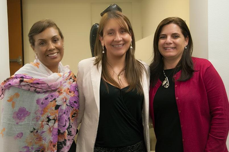"""En la conferencia, """"El rol del docente: calidad y cambio"""" aparecen de izquierda a derecha, Maria del Socorro Guzmán, Mariana Villarraga y Sandra María Gómez."""