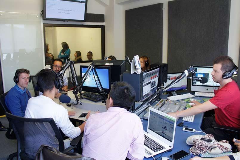 Los estudiantes conocieron la universidad en un recorrido con diferentes estaciones situadas en todo el campus