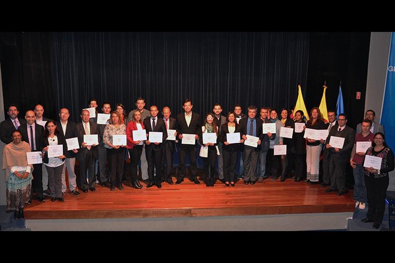 María del Socorro Guzmán Serna entregó los diplomas a los tutores virtuales