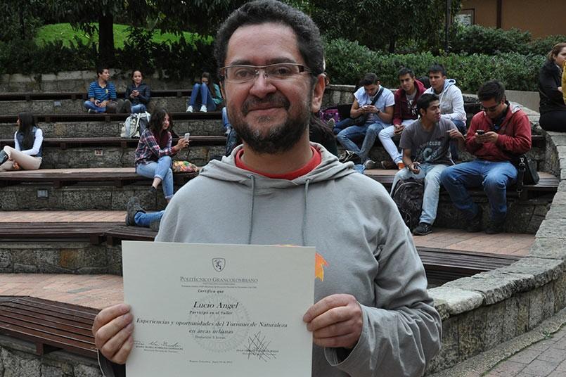 Lucio Ángel guia profesional