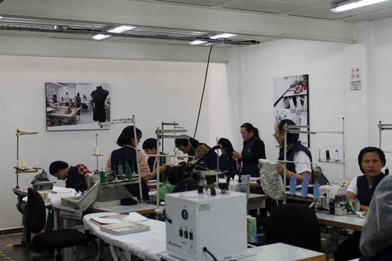 Inauguran centro de confecciones para microempresarios del sector textil