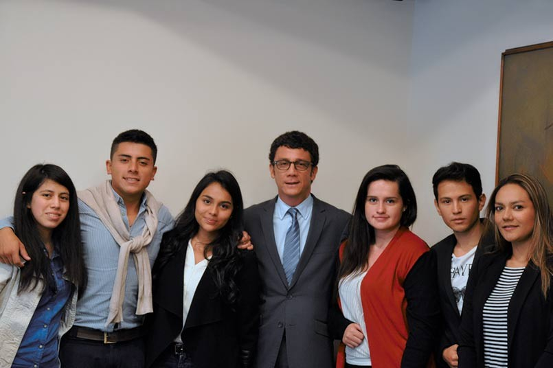 Billy Escobar, Secretario General del Poli junto a los Representantes Estudiantiles.