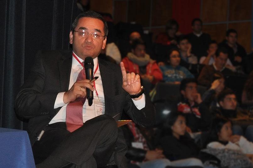 Los tres conferenciaras respondieron a las preguntas de los estudiantes.