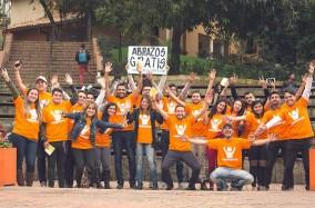 Todo el equipo de estudiantes que hizo parte del #AbrazatónPoli