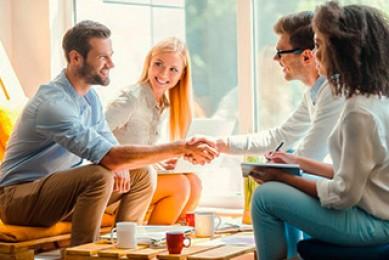 Formamos profesionales capaces de afrontar los retos socioeconómicos que desafían a las empresas.