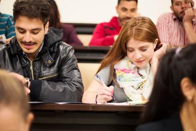 carreras en la que los estudiantes se dirigen a los centros de estudio en el politecnico