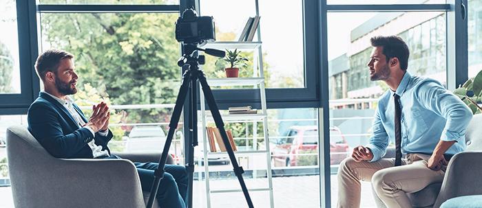 Sigue los consejos del Poli para que llegues a tu primera entrevista de trabajo con tranquilidad